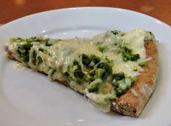 Pizza Integral de Brocolis e Queijo